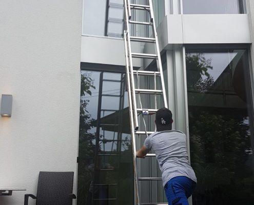 Fensterreinigung Glasreinigung mit Leiter