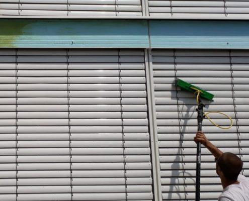 Fensterreinigung Jalousienreinigung Aussenjalousien reinigen Lamellenreinigung Raffstore Reinigung Rolllädenreinigung