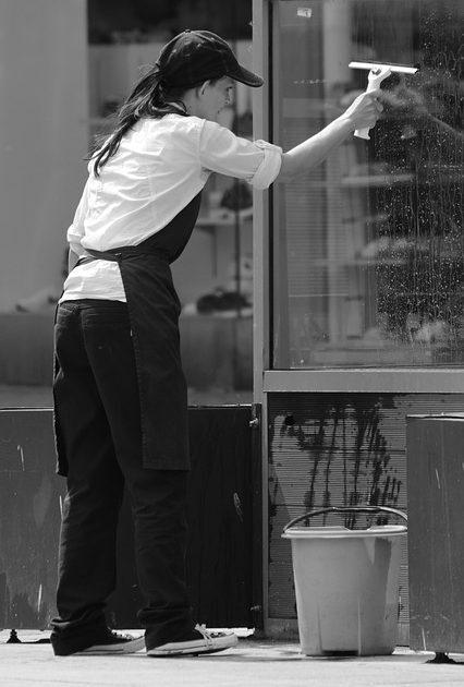 Fensterreinigung Schaufenster Fenster Haubetreuung Hausbetreuuer Hauswart Gebäudereinigung Grünflächenbetreuung Privatobjekt Allessauber Kim