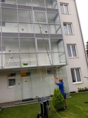 Glasfassade Fensterfassade Fensterreinigung Glasreinigung Osmose Osmoseverfahren