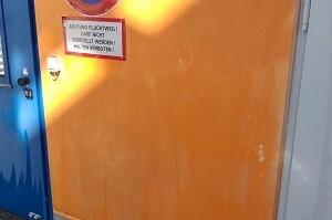 Graffitientfernung FMZ Bruck Leitha Wand Graffiti reinigen Allessauber Kim Gebäudereinigung