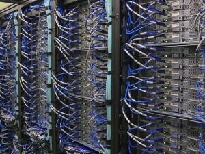Server-Reinigung Serverreinigung Netzwerk Reinigung Serverraum reinigen Doppelboden saugen PC-Reinigung antistatsich EDV-Reinigung Laptop Tastatur