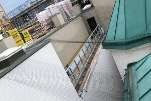 Taubenabwehr Taubennetz Installation in der Arbeit 1040 Wien Allessauber Kim Schädlingsbekämpfung